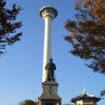 釜山タワーと李舜臣将軍像